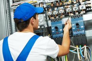 תחזוקת מערכות חשמל בבית משותף